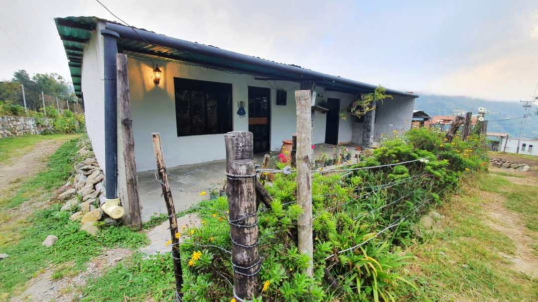 Casa tipo cabaña, sector Monte Rey, El Valle